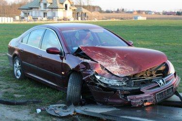 Samochód osobowy uderzył w tira