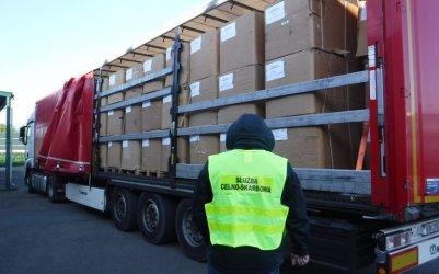 Niemal 11 ton kontrabandy w naczepie mercedesa