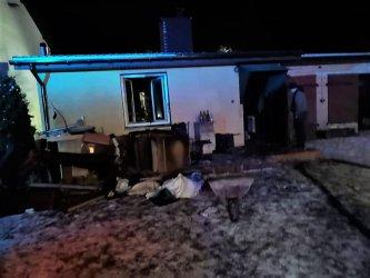 Jedna osoba ranna po pożarze domu. Strażacy apelują
