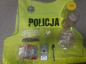 Policjanci zatrzymali 16-letniego dilera i dwoje innych nastolatków