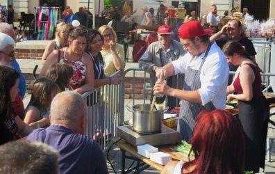 Jedni gotują, inni próbują nalewek. Trwa Festiwal Smaku