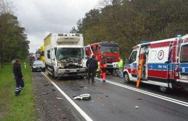 Dwie ciężarówki zderzyły się między Przygłowem a Sulejowem (AKTUALIZACJA)