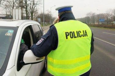 W czasie kontroli rączki na kierownicy! Nowe przepisy o ruchu drogowym