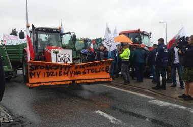 Rolnicy nie doczekali się premiera i zapowiadają kolejne blokady (FILMY)
