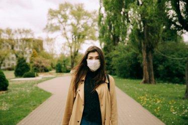 COVID-19: Dwa razy mniej zakażonych niż ozdrowieńców