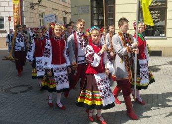Parada Miast Partnerskich przeszła przez centrum Piotrkowa