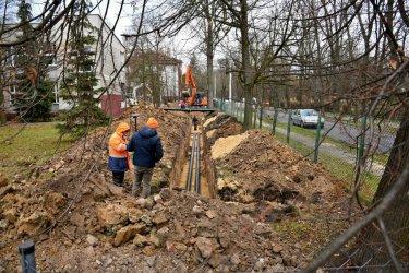 Trwa budowa ciepłociągu w ul. Żwirki