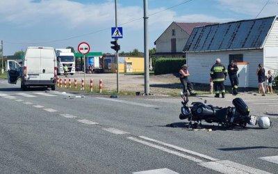 Samochód dostawczy uderzył w motocyklistę