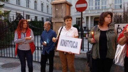 """Piotrkowski """"Łańcuch światła"""" w obronie sądownictwa"""