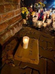 Przekaz dla rządu pod bramą piotrkowskiego cmentarza