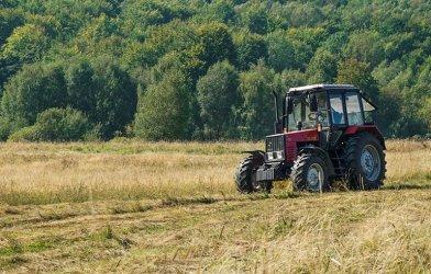 Po 69-latku przejechał traktor. Rolnik trafił do szpitala