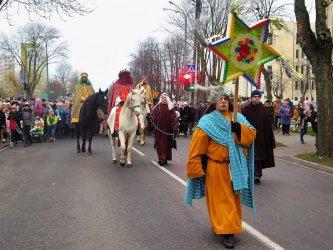 Trzej Królowie przemaszerowali przez Piotrków [FOTO]