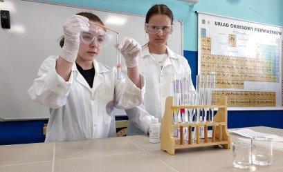W SP nr 8 otwarto nową pracownię chemiczno-fizyczną