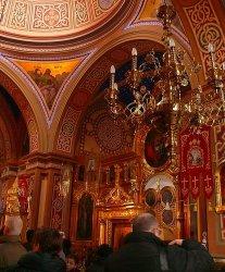 Tłum piotrkowian w cerkwi
