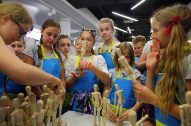 Lokomotywa Łódzkiego Domu Kultury odwiedziła ASP