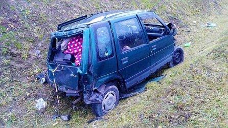 Tico wypadło z drogi. Kierowca miał 4 promile
