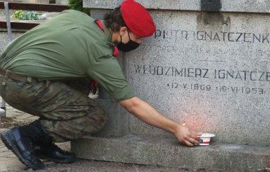 Cmentarz prawosławny w Piotrkowie: Harcerze zapalili