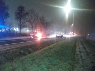 Czołowe zderzenie 2 samochodów