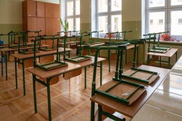 Od poniedziałku w 11 województwach nauka hybrydowa do uczniów klas I-III szkół podstawowych