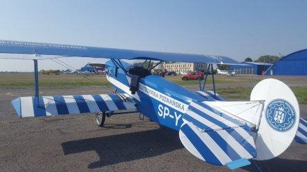 Historyczny myśliwiec na lotnisku w Piotrkowie