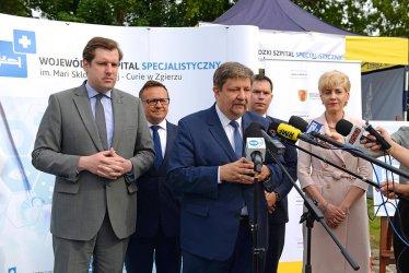 Marszałek województwa łódzkiego z dodatnim wynikiem testu. Wojewoda też na kwarantannie