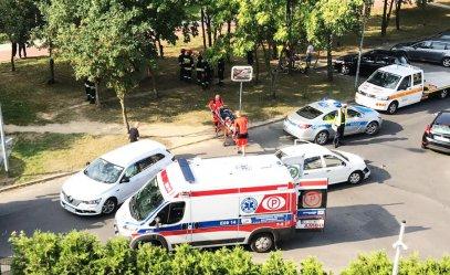 Wypadek na Modrzewskiego w Piotrkowie. 29-latka trafiła do szpitala