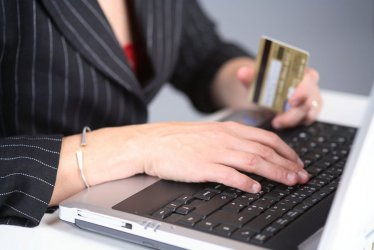 Badanie: co szósty Polak kupuje on-line