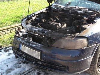 Opel spłonął na Działkowej