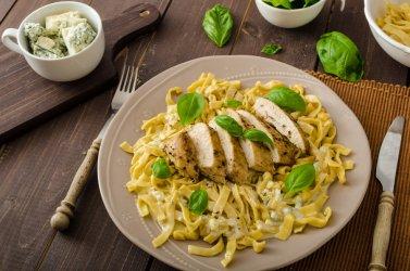 Gdy nie masz pomysłu na obiad – szybkie dania z serem pleśniowym w roli głównej