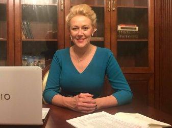 Marlena Wężyk-Głowacka gratuluje Krzysztofowi Chojniakowi
