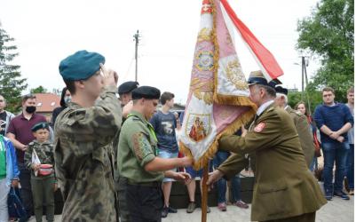 Sztandar AK trafił do piotrkowskiej młodzieży