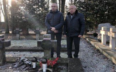 Rodzina z Białorusi odnalazła w Piotrkowie mogiłę poległego krewnego