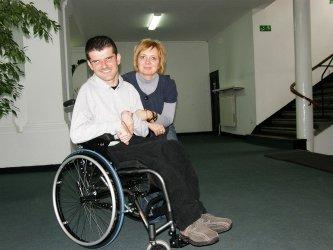Za nakrętki kupili wózek dla Łukasza