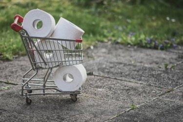 Sklepy nie są w stanie samodzielnie wyegzekwować od klientów noszenia masek