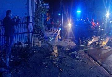 Nocne zderzenie z bramą. Kierowca był pijany