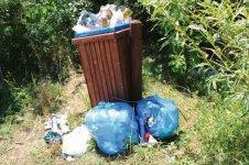 Rekreacja ze śmieciami w tle