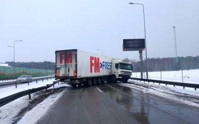 Ciężarówka zablokowała S8