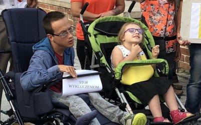 Niepełnosprawni znikną ze szkół? Piotrkowianie protestują