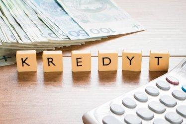 Szybka pożyczka czy kredyt w banku? W czym tkwi przewaga chwilówek?