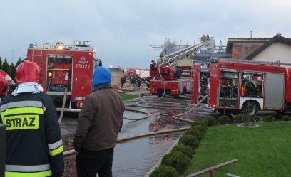 Płonęła stolarnia przy Twardosławickiej w Piotrkowie [AKTUALIZACJA]