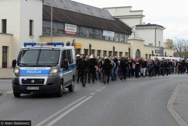 Kibice Widzewa na ulicach Piotrkowa