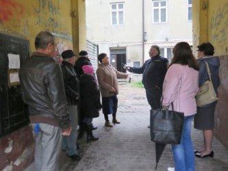 Mieszkańcy kamienicy przy ul. Szewskiej błagają o pomoc