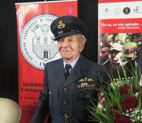 Kapitan pilot John Benett honorowym obywatelem Piotrkowa