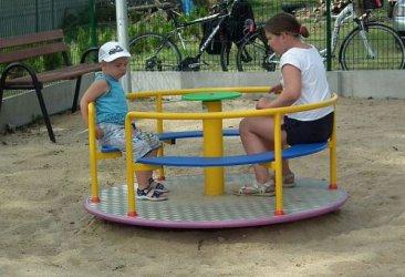 Festyn wMajkowie Dużym naotwarcie nowego placu zabaw isiłowni