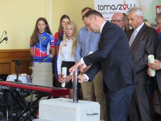 Prezydent RP wmurował kamień węgielny pod budowę tomaszowskiej hali lodowej