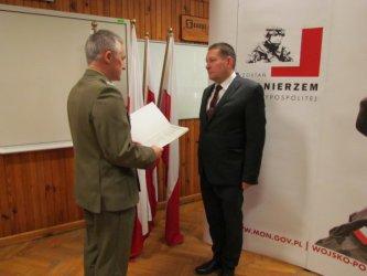 Paweł Śpiewak, powiatowy lekarz weterynarii w Piotrkowie Trybunalskim został... porucznikiem