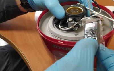 Mikrotelefon ukryty w czajniku w przesyłce dla więźnia
