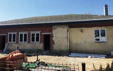 Gmina Wolbórz: Nowy dach na Domu Ludowym w Goleszach Dużych