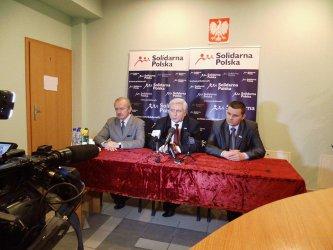 Solidarna Polska: Z mordercy robi się ofiarę