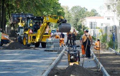 80 miejsc parkingowych przy Broniewskiego. Trwa przebudowa fragmentu ulicy